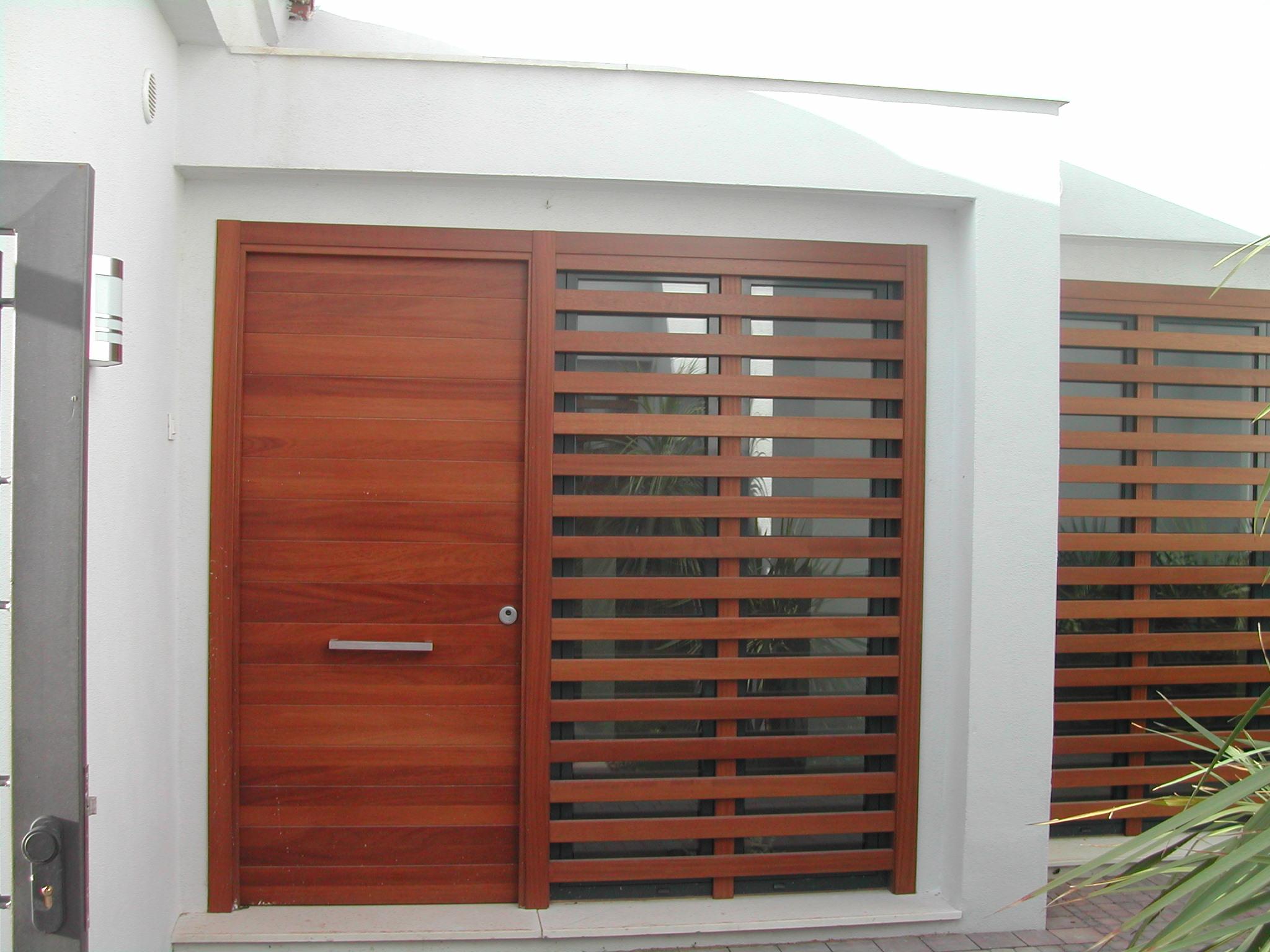 Conjunto puerta exterior de acceso a la vivienda y celos a - Puertas vivienda exterior ...